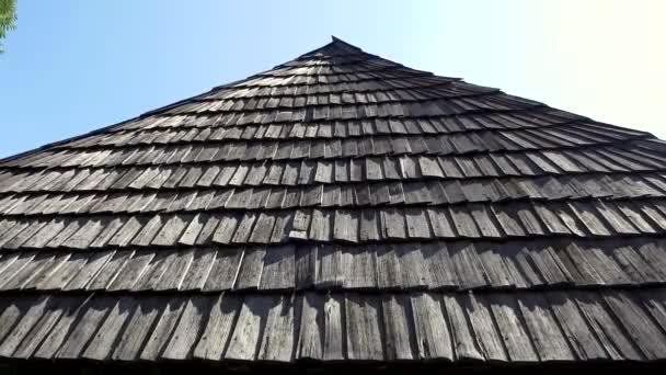 Staré autentické dřevěné šindelové střechy (1)