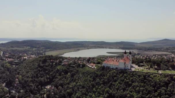 A légi felvétel a Tihany község közelében Balaton Lake, Magyarország