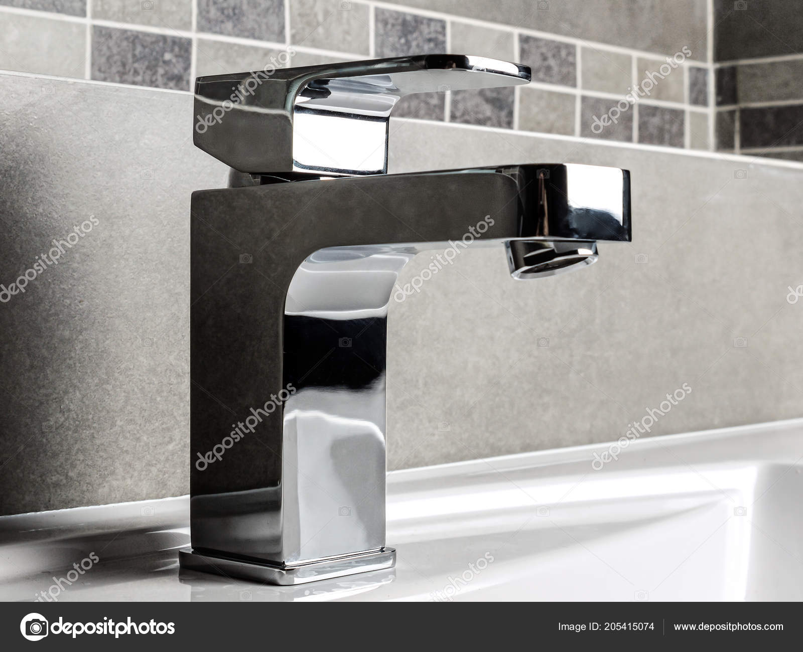 Modern Bathroom Chrome Faucet White Ceramic Washbasin — Stock Photo ...