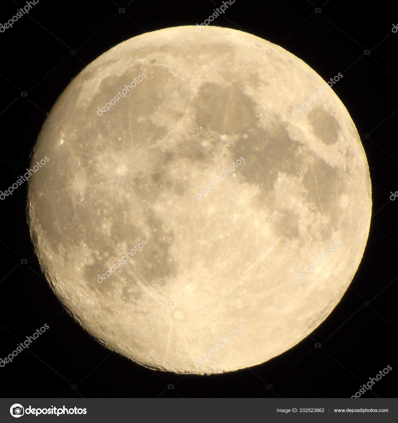 what is a waxing gibbous moon