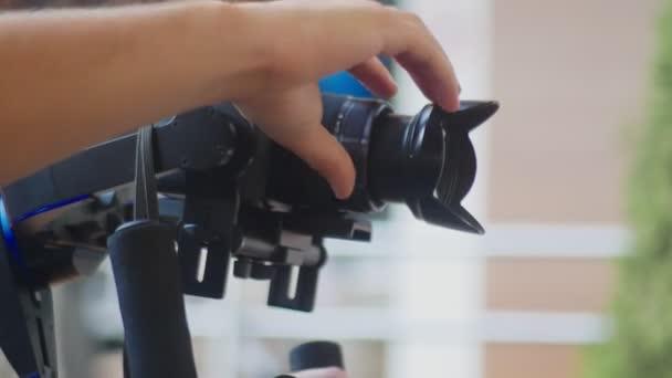 Betreiber mit Steadicam-Videoaufnahme. 4k, close-up