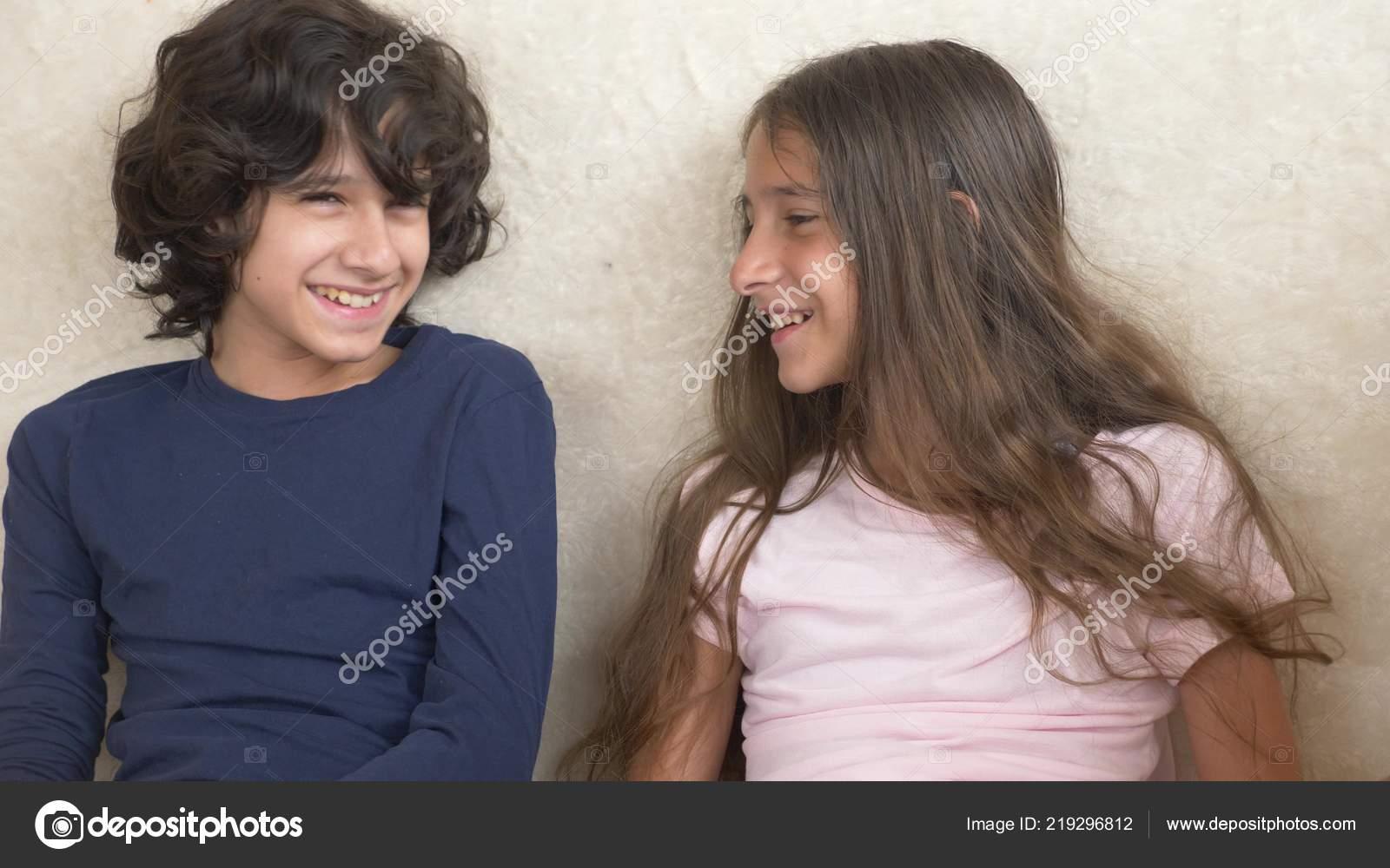 Сестра соблозняет брата, Сестра соблазнила своего брата - смотреть порно 19 фотография