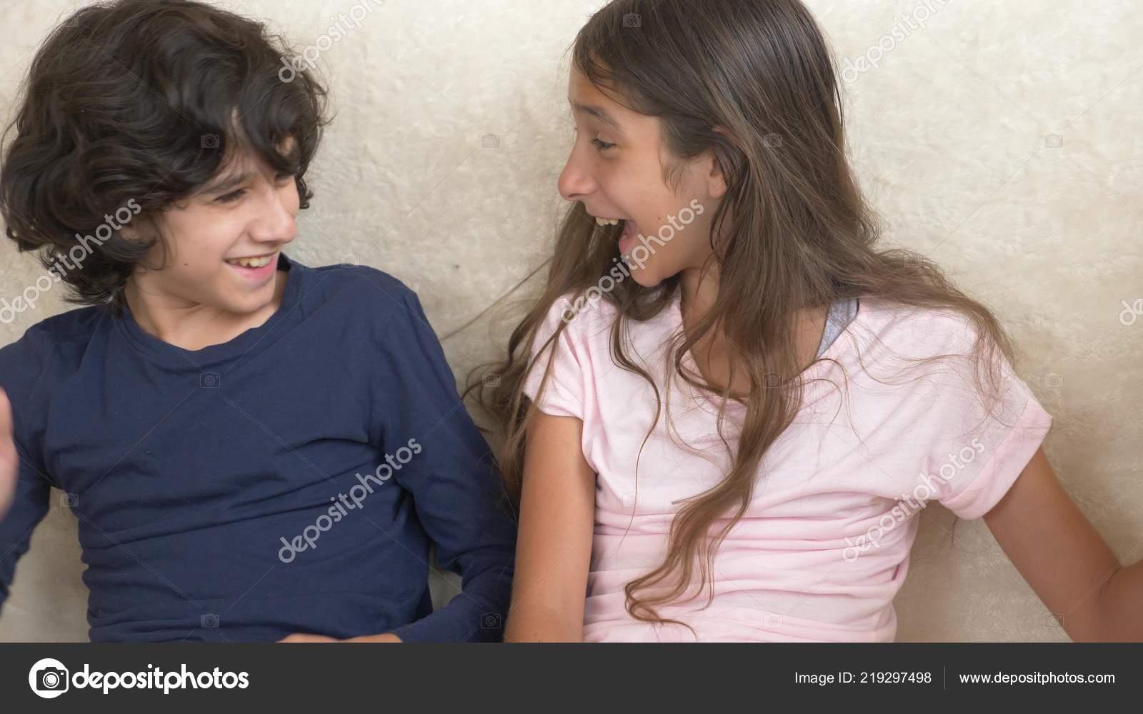 Старший брат оттрахал младшую сестру, Тощий парень ебет старшую сестру смотреть порно 19 фотография