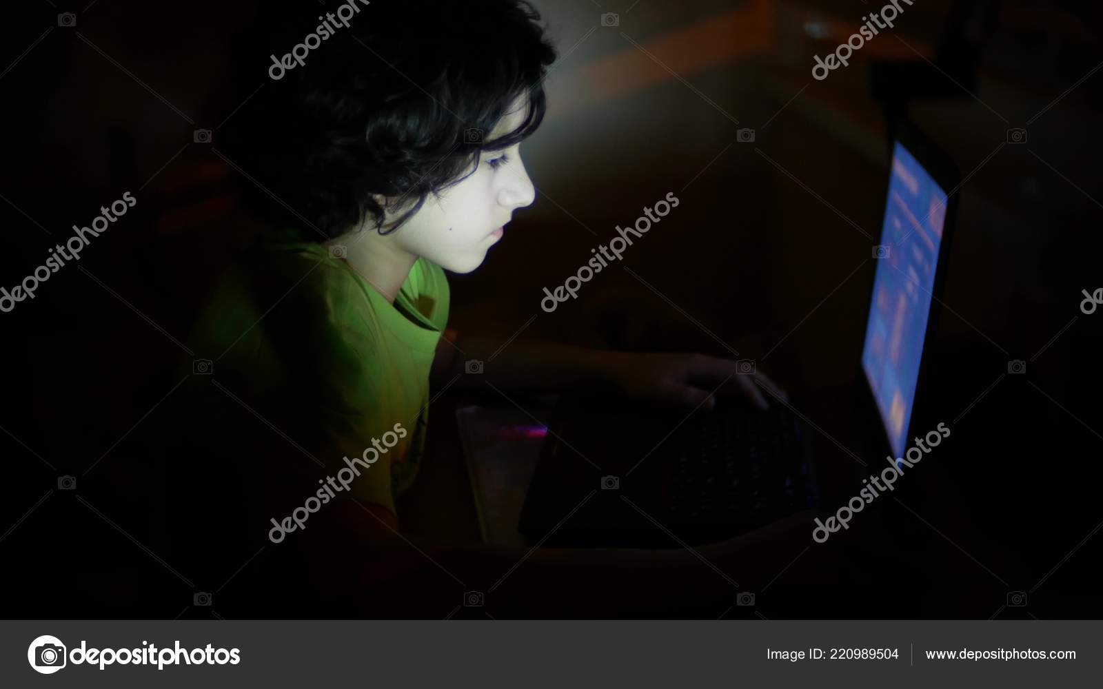 Boy uses a laptop in a dark room, copy space — Stock Photo