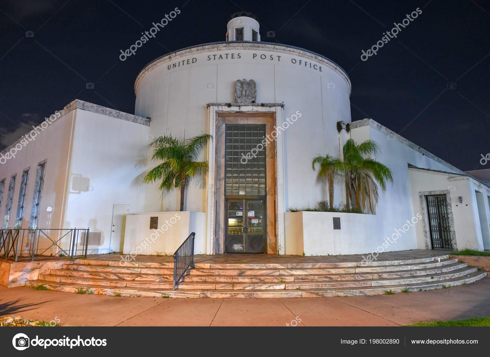 Art Deco Stijl : Art deco stijl verenigde staten postkantoor gebouw nachts miami