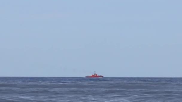 Požární ochrana v moři červená loď