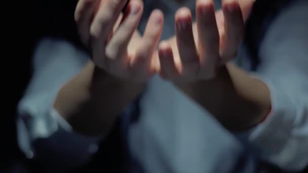 Hands show round hologram Expert Advice