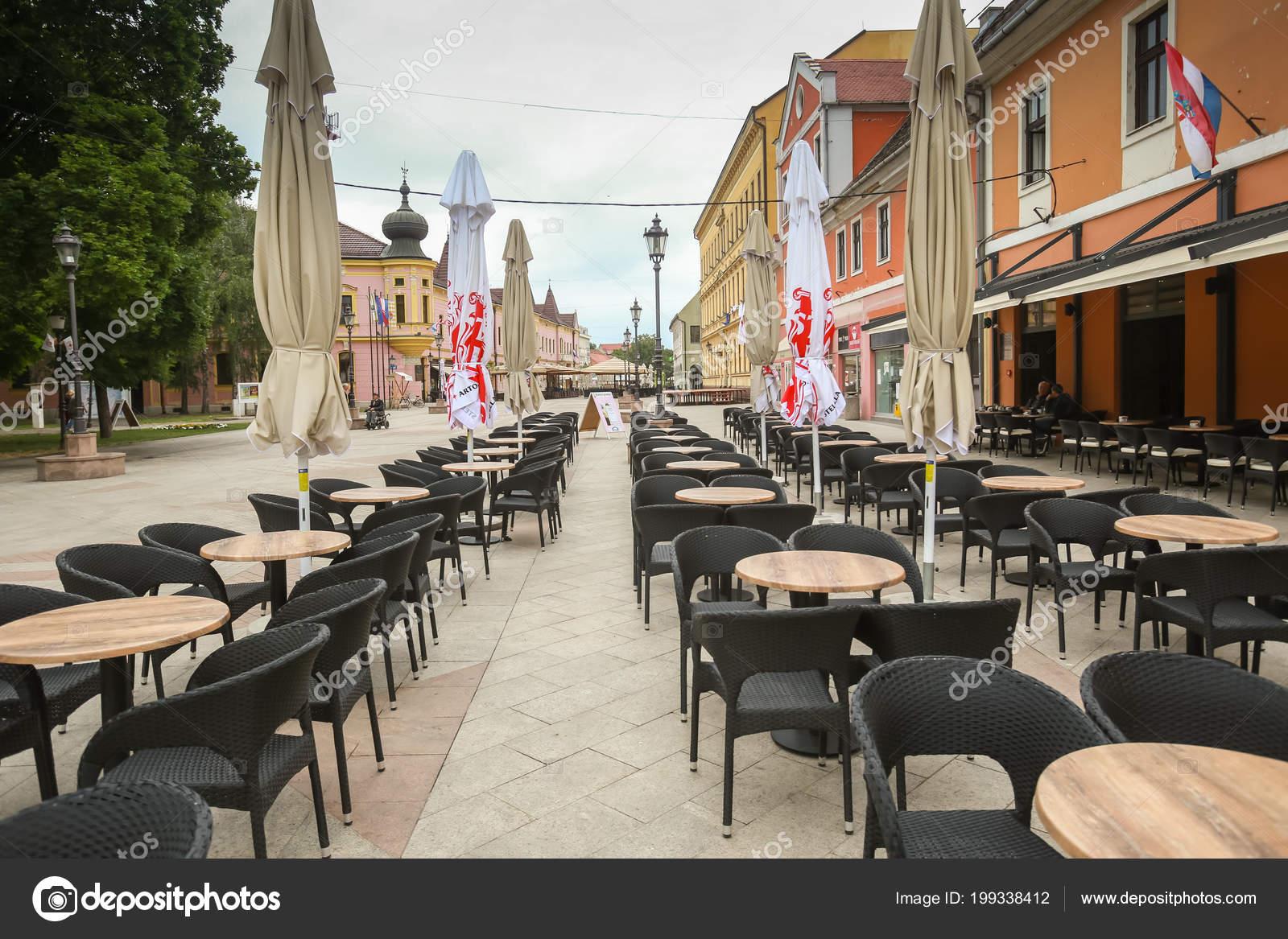 Vinkovci Croacia Mayo 2018 Una Terraza Vacía Café Bar Centro
