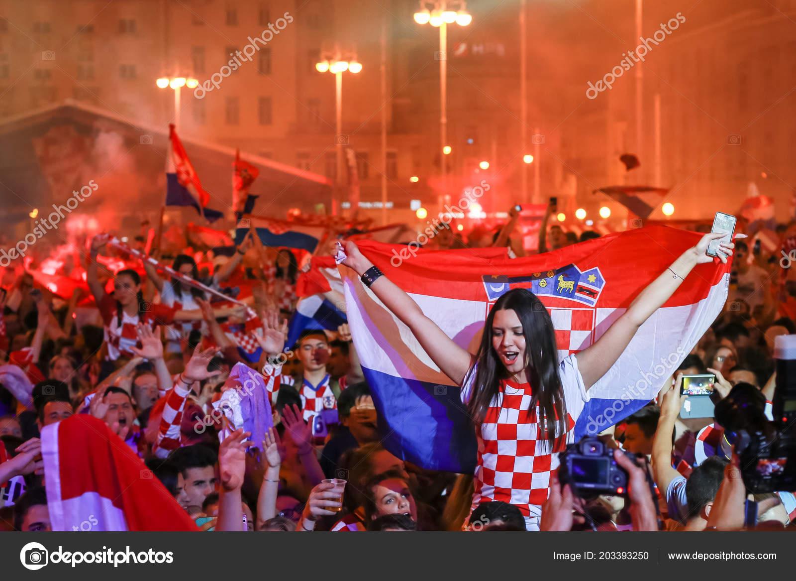 World Cup 2018: Ecstatic Croatia fans jump into fountain ... |Croatia Soccer Fans