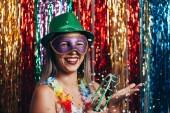 Žena maškarního večírku brazilského karnevalu