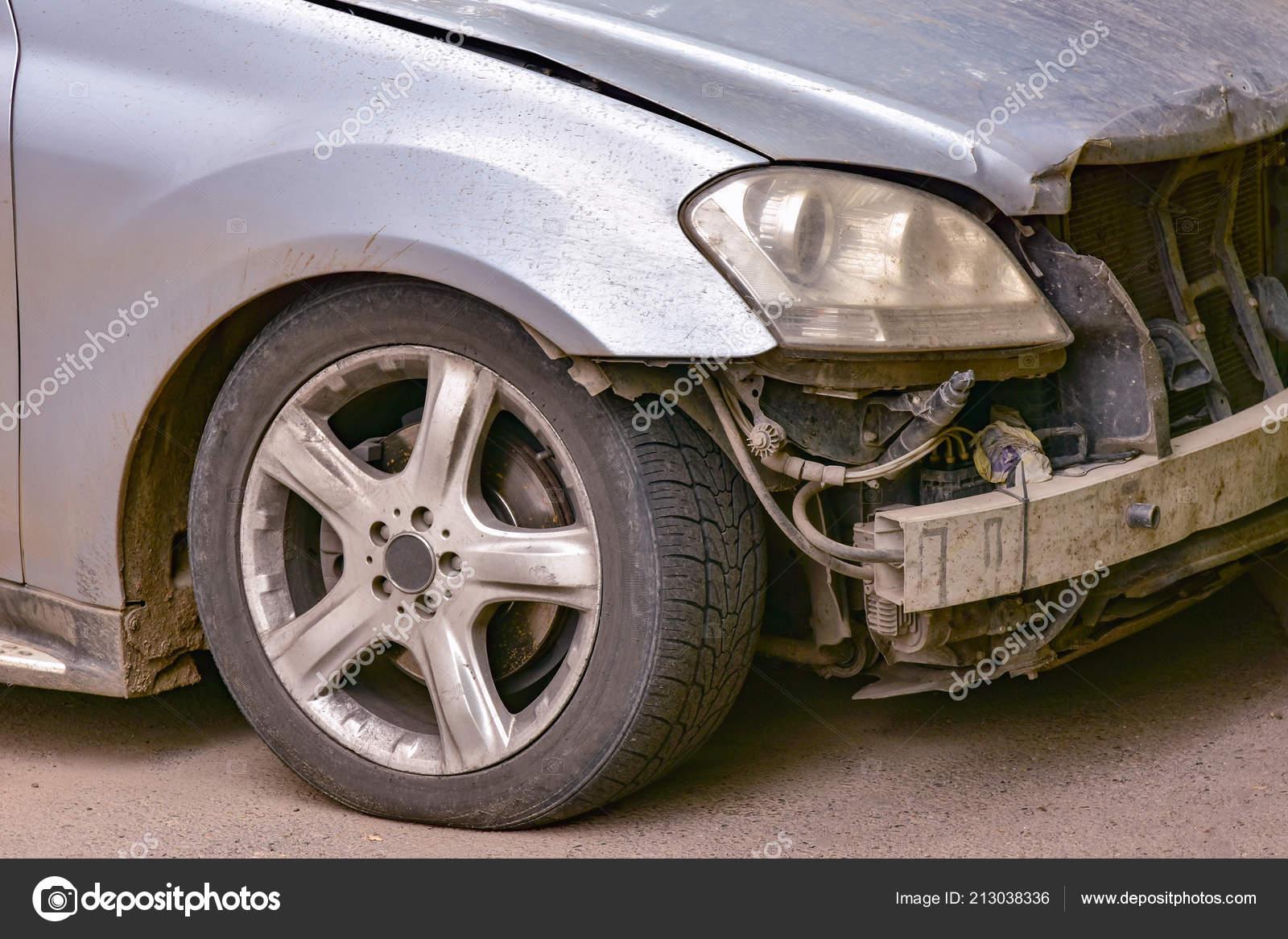 Carro Cor Prata Após Falha Sem Para Choques Frente Stock Photo