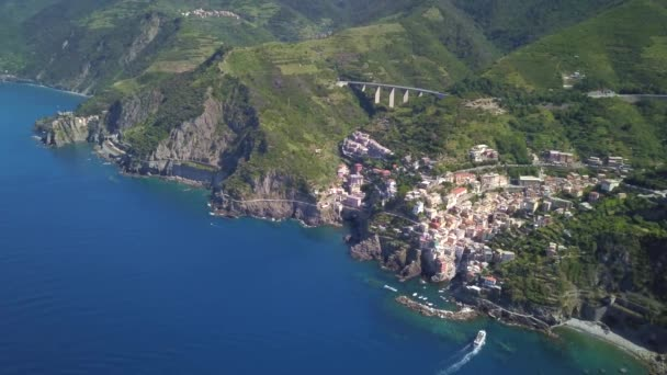 Letecký pohled na Riomaggiore, Cinque Terre, Itálie.