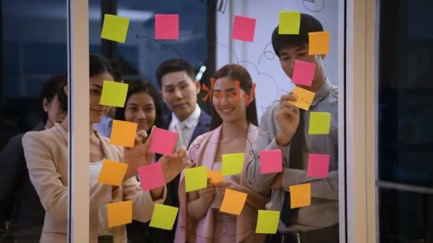 Obchodní koncepce. Společnost provádí aktivity za účelem vytvoření dobré inspirace pro zaměstnance.