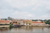 Photo beautiful Vltava river and architecture in prague, czech republic