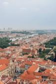 Letecký pohled na pražské Staré město města a řeku Vltavu