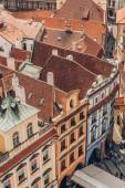 Praha, Česká republika - 23 července 2018: letecký pohled na střechy a krásnou architekturu v Praze staré město