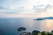 krásný výhled na ostrov Sveti Stefan s Hotelový resort na Jadranu, Budva, Černá Hora