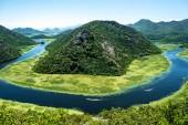 krajina z modré zahnutou Cmojevica nabízí turistům řeky a hory v Černé hoře