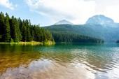 krajina z ledovcové Černé jezero a hory v Černé hoře
