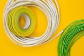 Opravy a renovace koncept. Sada nástrojů pro opravu s izolační páska na žlutém pozadí pohledu shora, ploché ležel, kopie prostor