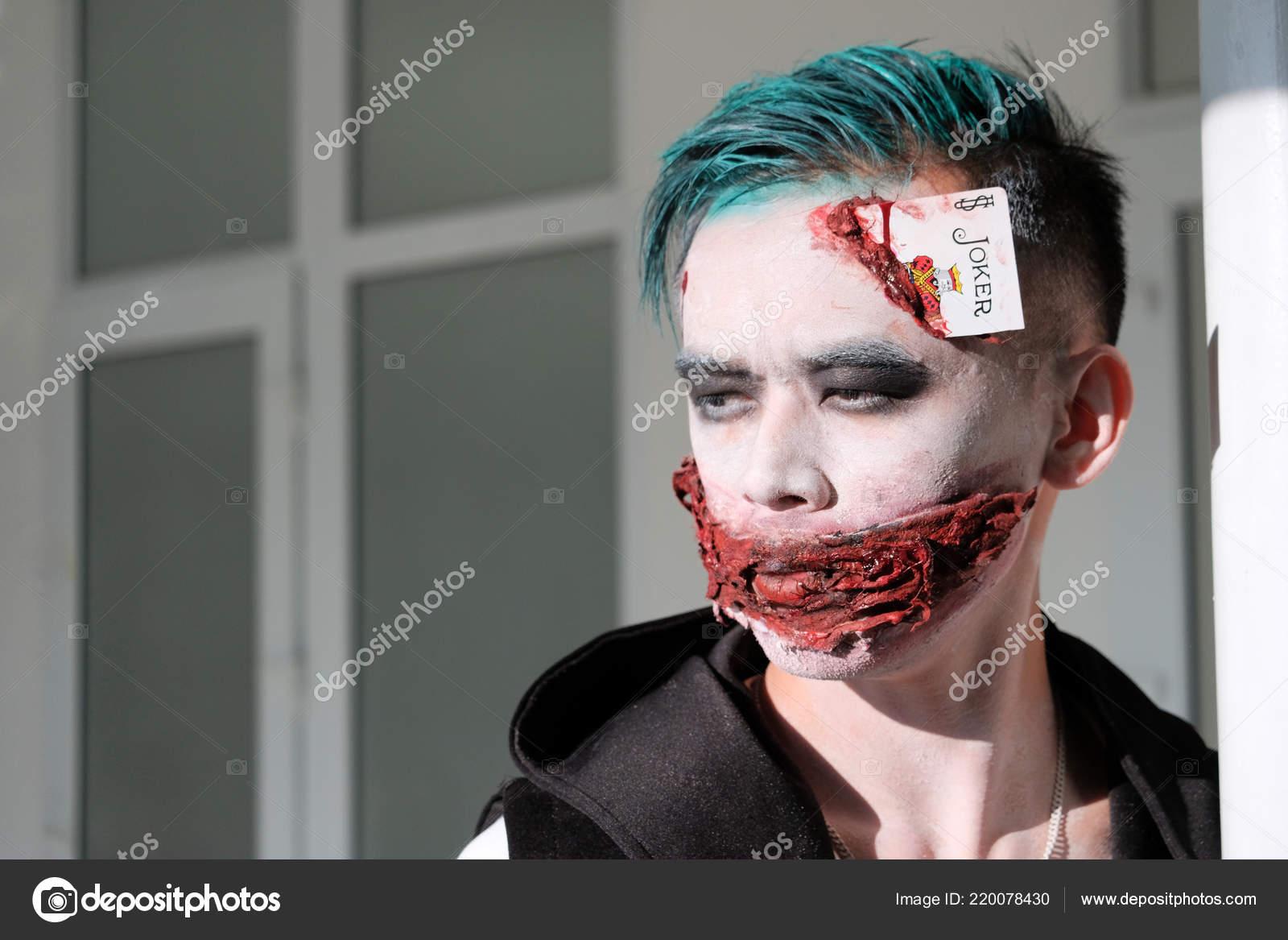 Trucchi Di Halloween Spaventosi.Trucco Stile Halloween Ritratto Ragazzo Sotto Forma Joker Spaventoso