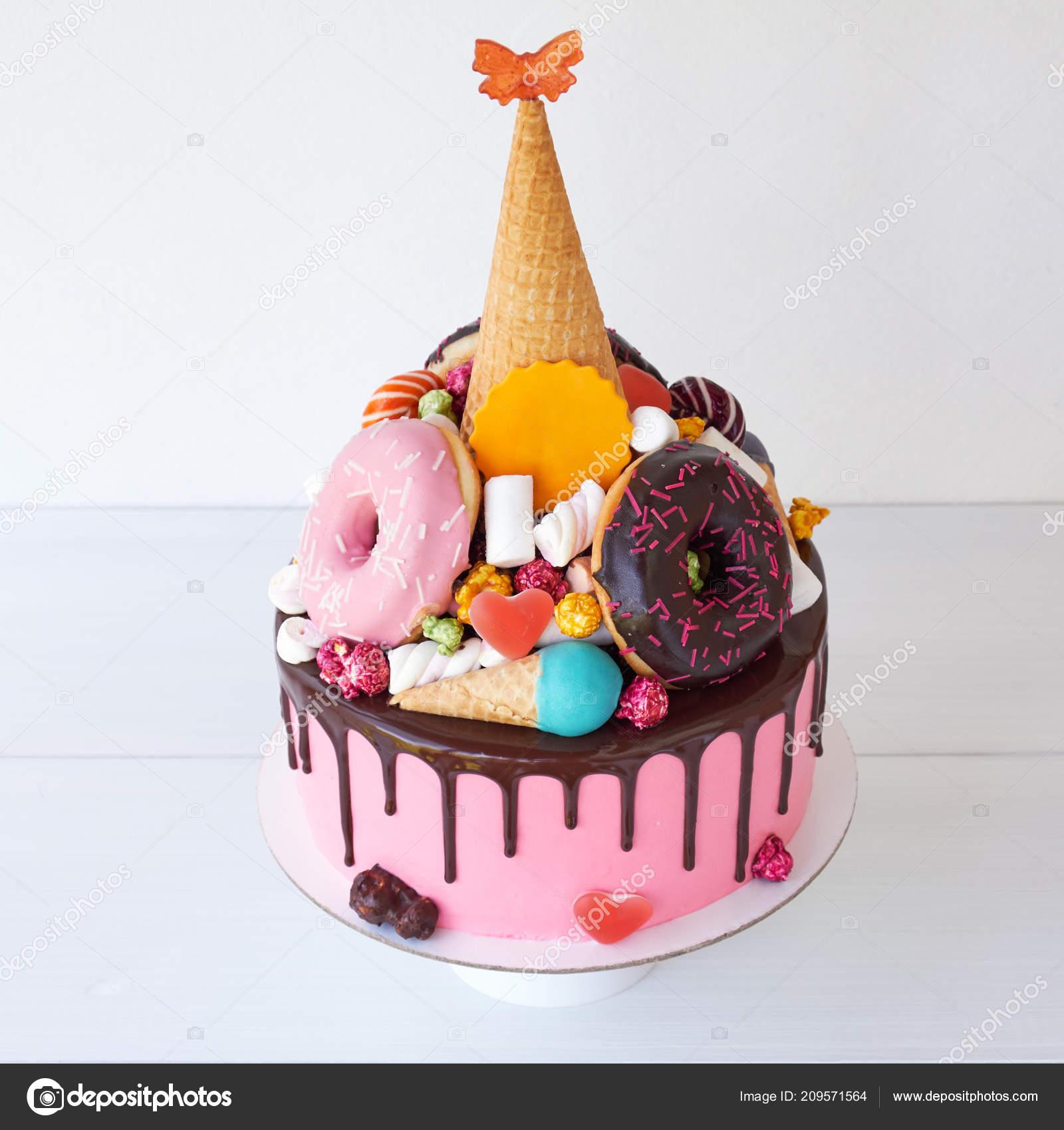 Kuchen Mit Rosa Creme Schokolade Fur Den Kindergeburtstag Mit