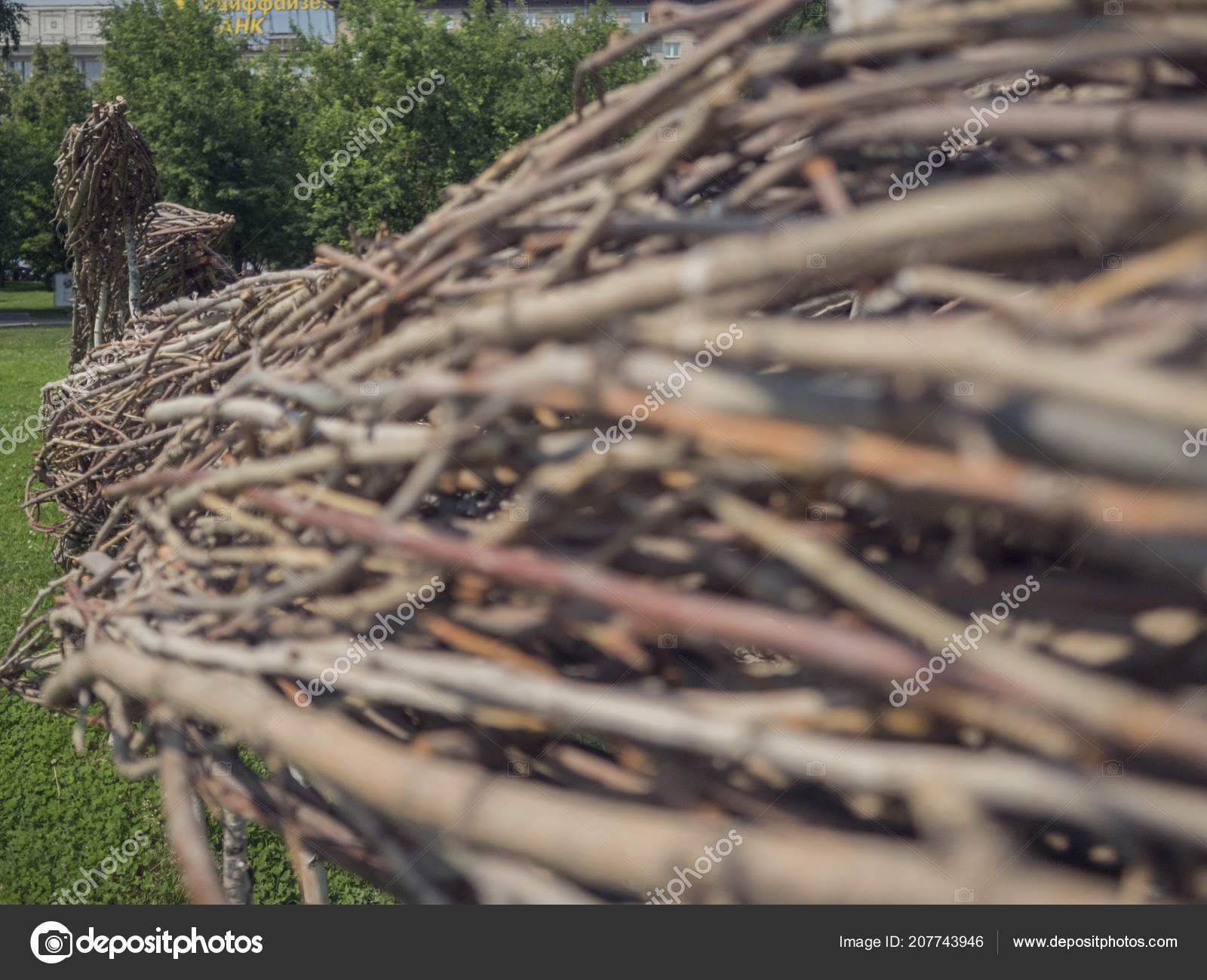Berühmt Ländliche alte Zaun aus Weide Baum Zweige und Äste, gesehen in @CM_82