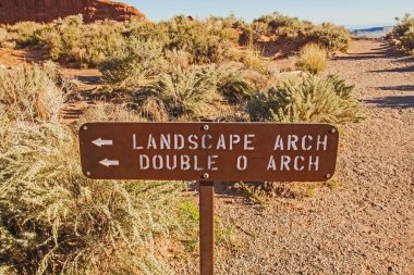 The way to the Landscape- and Double O Arches in the Arches National Park, Utah, USA