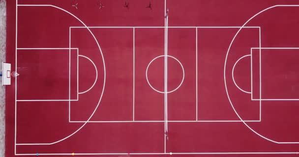 Teil Des Leeren Spielplatz Sportstadion Aus Vogelperspektive Rot Sport Fur Grosse Tennis Und Basketball Zu Spielen Und Mit Einem Grunen Fussball Fussballfeld Und Strassen Laufen