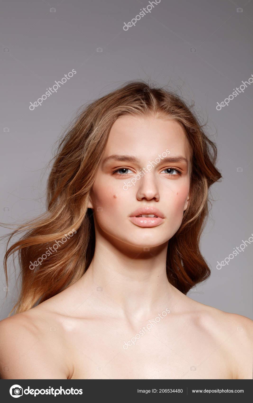 Glamour nahé modely