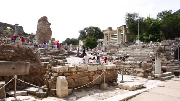Efesu, Turecko - 20 června 2018: Celsova knihovna v Efesu ruiny starověkého města na zatažené obloze. Efesu slavné místo pro turisty v Izmir historické místo.