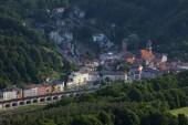 malebný pohled Königstein na Labe řeky, Labské pískovce, Sasko, Německo, Evropa