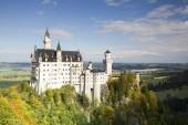 Fotografie schloss neuschwanstein im herbst, füssen, ostallgau, bayern, deutschland, europa