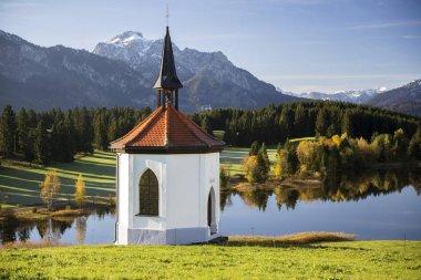 Chapel at Hegratsrieder See lake on an autumn morning, Bavaria, Germany, Europe