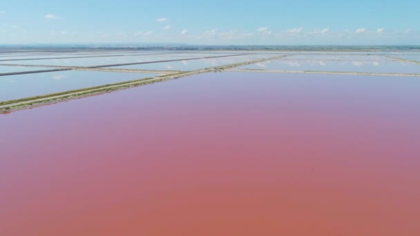 Saltpan roztok roztáhne Margherita di Savoia Apulie City moře pobřeží sed vody v Itálii Drone letu