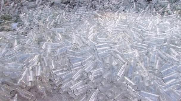Skleněné láhve a příčky odpadky Koš pro recyklaci na skládce