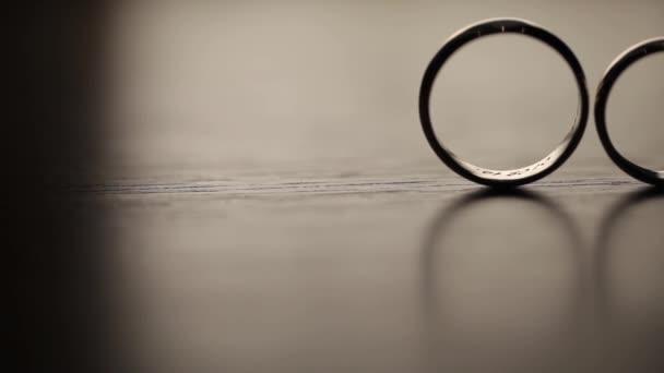 Wedding Rings macro closeup gold diamon Jewellery