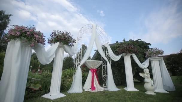 Decorazioni di nozze da flogistica cerimonia di fiori bianchi e rossi