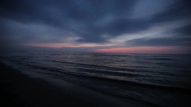 Krásný západ slunce na obloze Baltského moře růžové