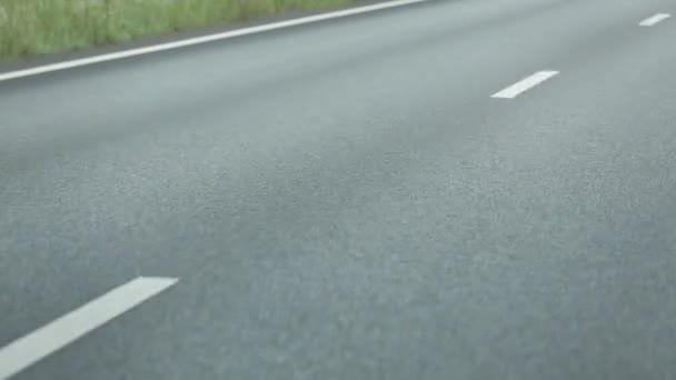 Asfaltová silnice v pohybu letní čas