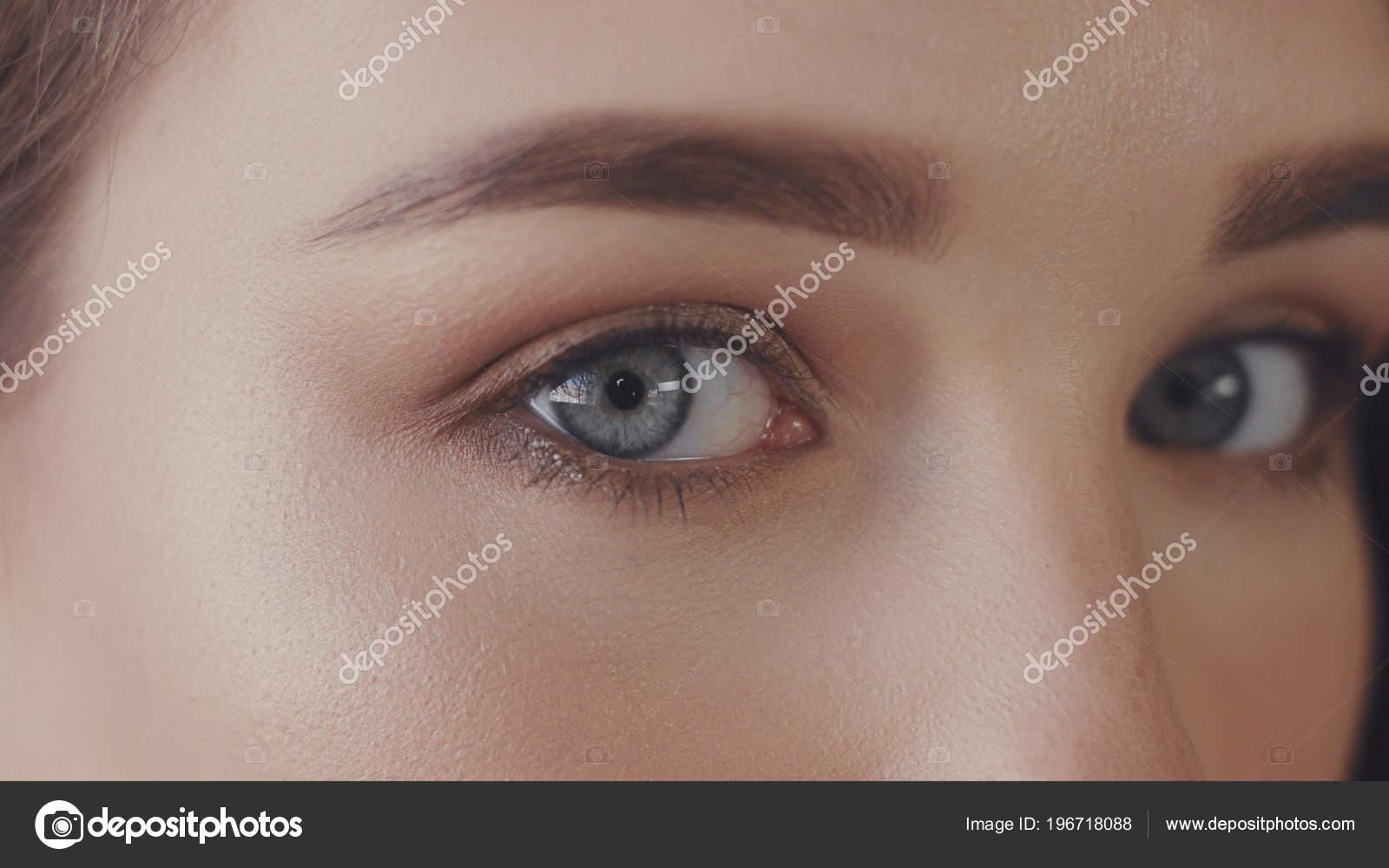Schwarze Haare blaue Augen datieren