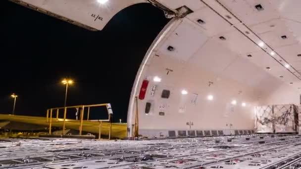 Pásztázó idő telik kirakodási cargo teherszállító repülőgép belsejében