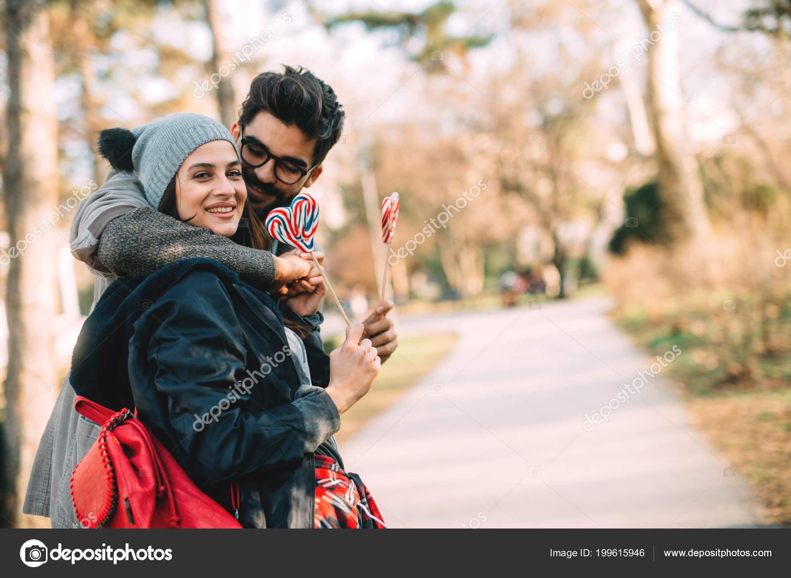Картинки парня в форме с девушкой