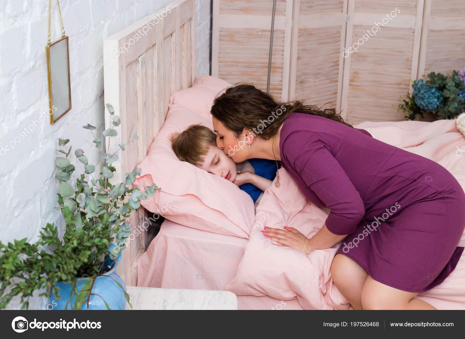 Рассказы трахнул спящую маму, Порно рассказы спящая мама читайте бесплатно онлайн 23 фотография