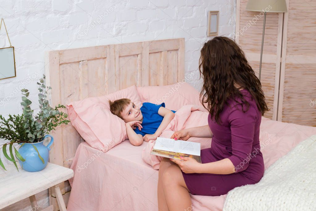 doma-v-posteli-s-mamochkoy