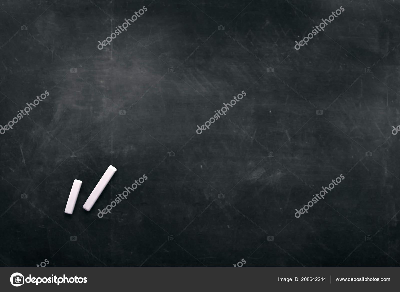Chambre Sombre Avec Des Crayons Couleurs Pour Dessin Espace ...