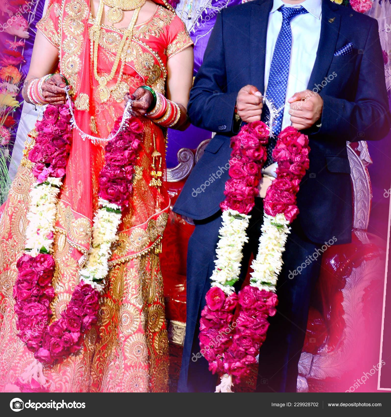 Bride Groom Indian Wedding Garlands Jaimala Ceremony Stock Photo Image By C Deepkcreation 229928702