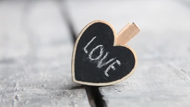 Szerelem és Valentin-nap vintage koncepció szívvel. Retro stílusú.