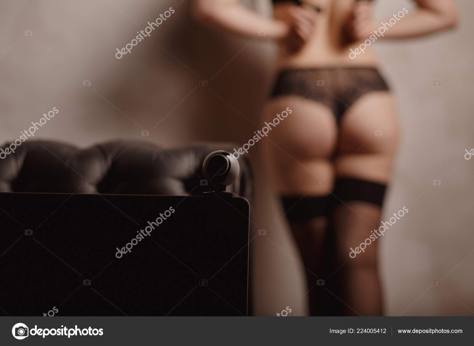 Веб камеры модели онлайн изнасилование девушки на работе видео