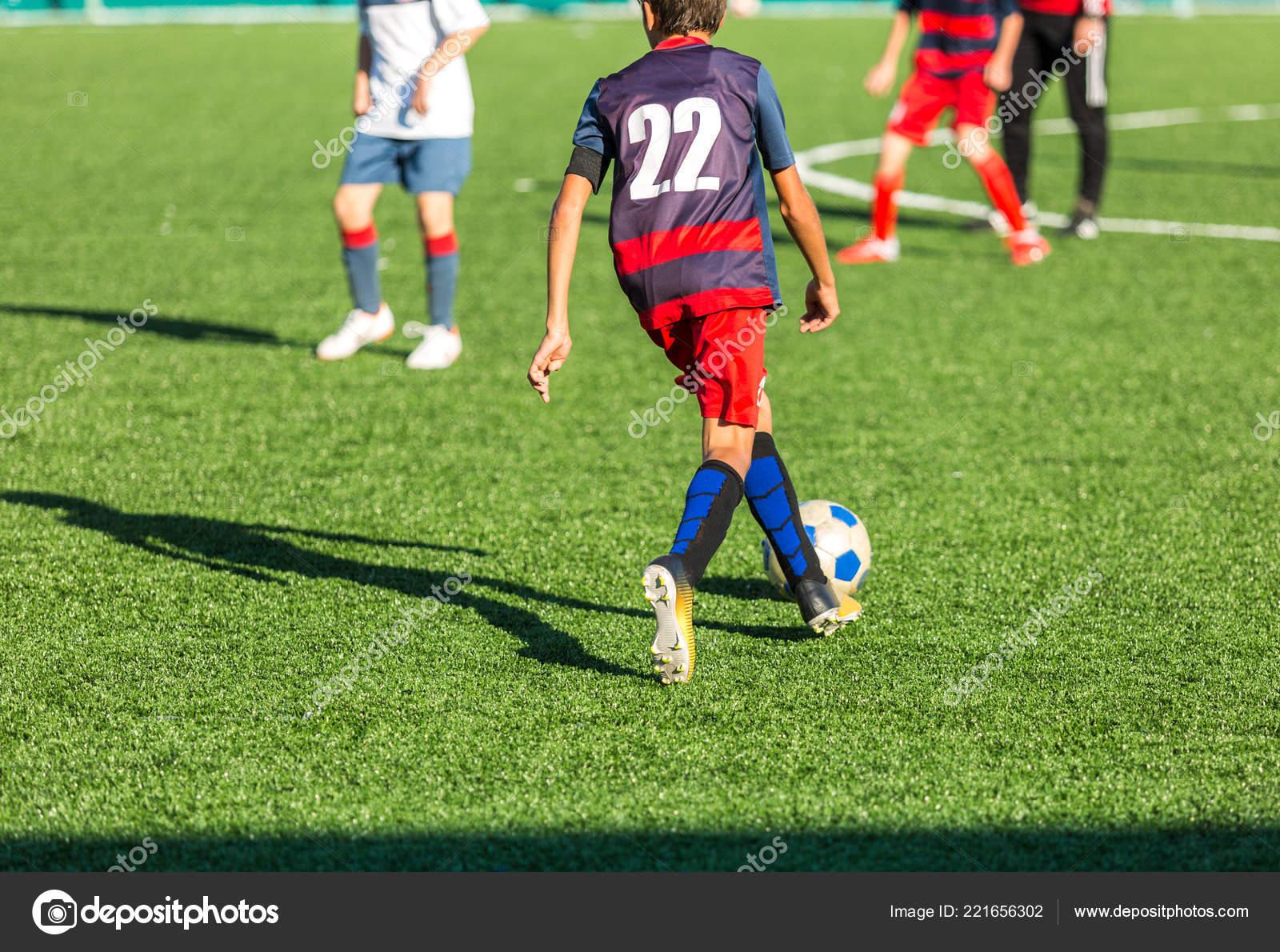 acheter pas cher 835c2 495b4 Match Football Junior Match Garçons Dans Des Vêtements Sport ...